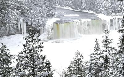 Tahquamenon Falls wallpaper