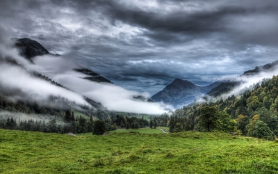 Thick fog on the mountains wallpaper