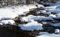 Thick snow over the rocky river wallpaper 3840x2160 jpg