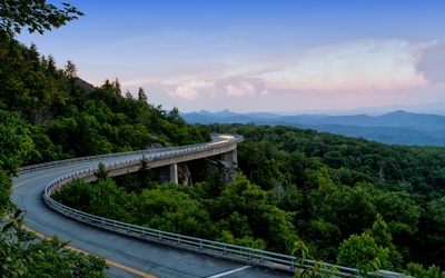 Viaduct in the mountains Wallpaper