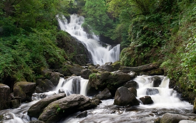 Waterfall in the rocky river wallpaper