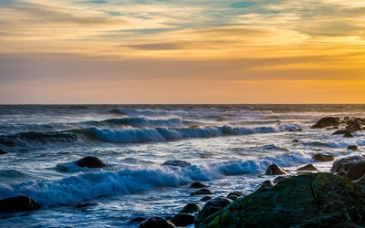 Waves reaching to the rocky shore wallpaper