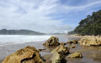 Waves splashing on the rocky beach [2] wallpaper 3840x2160 jpg