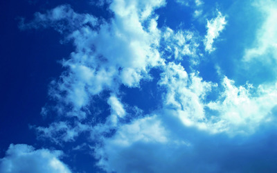 White clouds and blue sky wallpaper