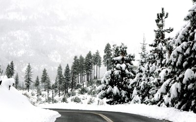 Winter road through the mountains wallpaper