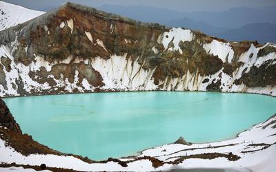 Yu-gama Lake, Mount Kusatsu Shirane wallpaper