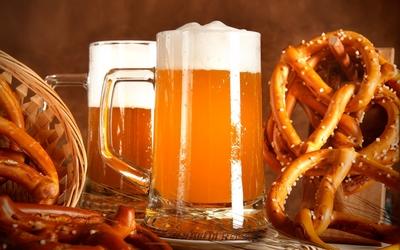 Beer and pretzels wallpaper