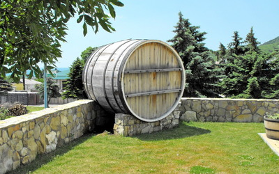 Big barrel in the garden wallpaper