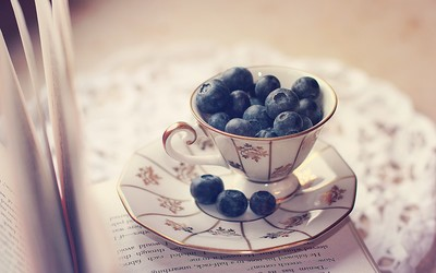 Blueberries in a cup Wallpaper