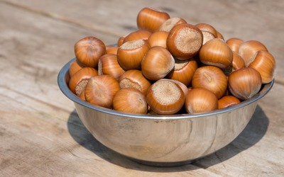 Bowl of hazelnuts wallpaper
