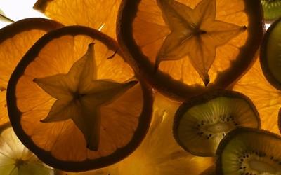 Carambola in orange slices wallpaper