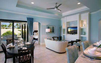 Clean dining room Wallpaper
