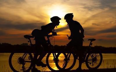 Couple on bikes at sunset wallpaper