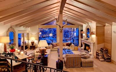 Cozy wooden living room wallpaper