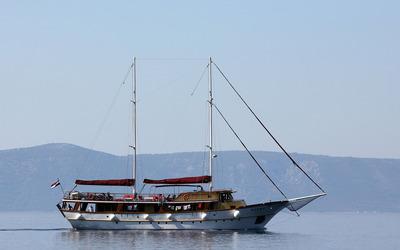 Cruising on the Croatian waters wallpaper