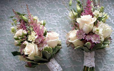 Elegant small bridal bouquets wallpaper