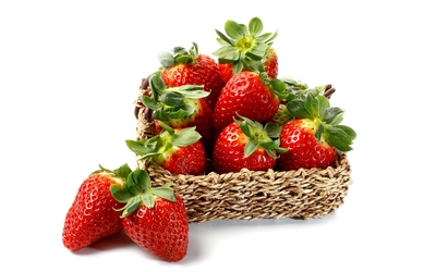 Freshly collected strawberries in a small straw basket Wallpaper