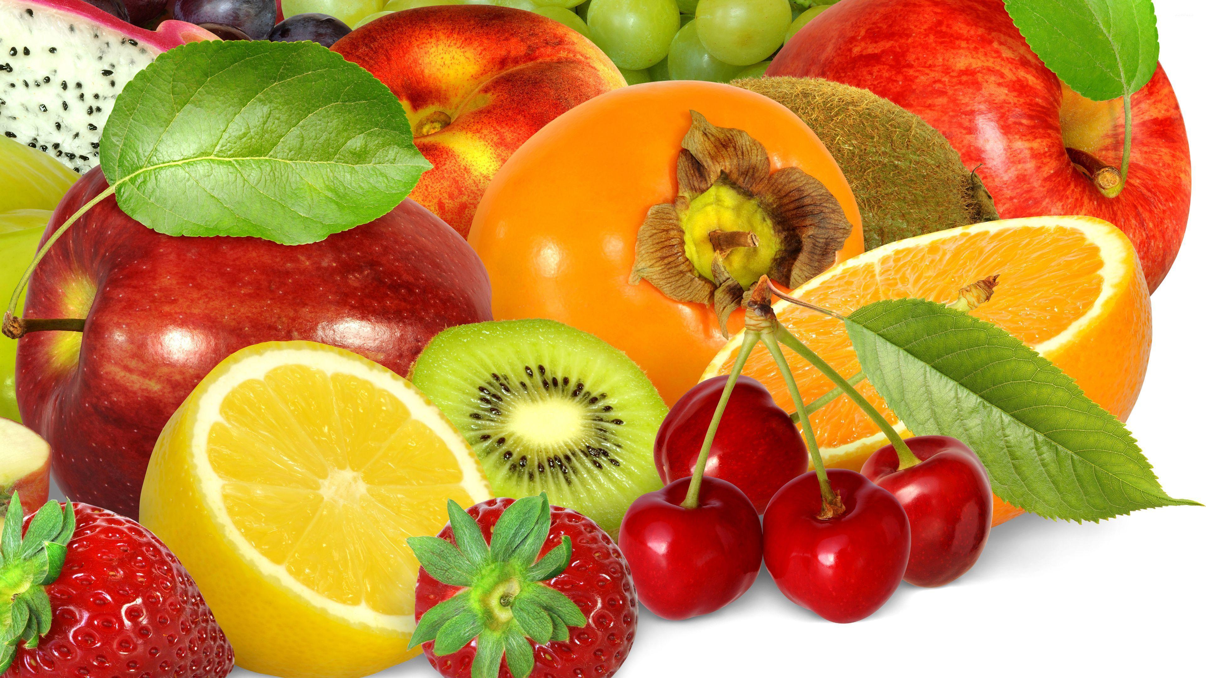 яркая девушка с фруктами смотреть