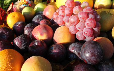 Fruits with water drops wallpaper