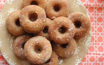 Glazed doughnuts wallpaper