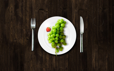 Grapes on a plate wallpaper