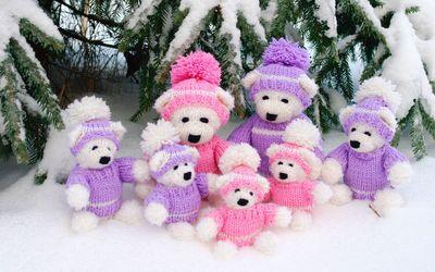 Happy teddy bear family under the snowy pine tree wallpaper