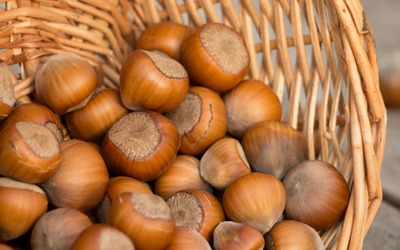Hazelnuts in a basket wallpaper