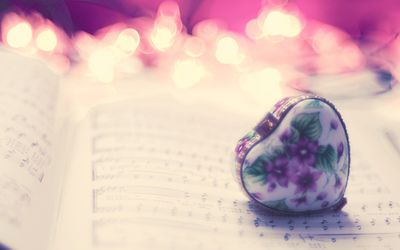 Heart pendant over music sheet wallpaper
