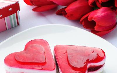Heart shaped dessert and red tulips wallpaper