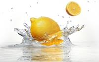 Lemon falling into the crystal clear water wallpaper 2560x1600 jpg