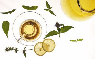 Lemon slices near the mint tea Wallpaper