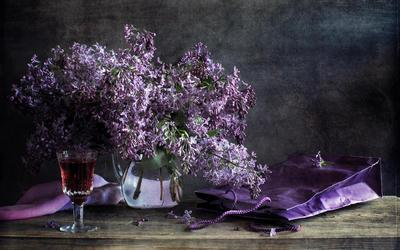 Lilac and wine wallpaper
