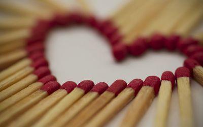 Match sticks forming a heart wallpaper