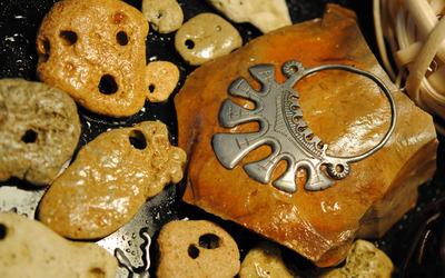 Metallic jewel on stone wallpaper