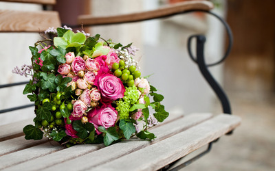 Pink and green bouquet wallpaper