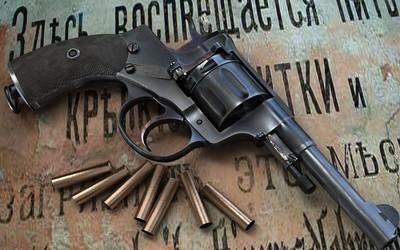 Pistol and bullets wallpaper