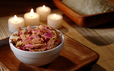Potpourri and candles wallpaper