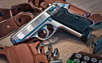 PPK/ Walther pistol Wallpaper
