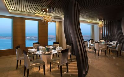 Restaurant on Hotel Sofitel Abu Dhabi Corniche wallpaper