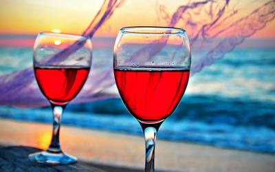 Rose wine in the glasses wallpaper
