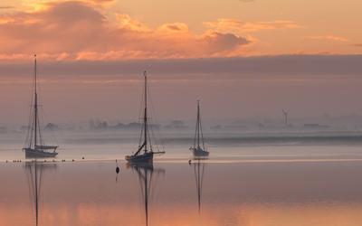 Sailing boats at sunset wallpaper