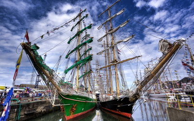 Sailing ships in the harbor [2] Wallpaper