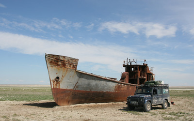Ship wreck wallpaper