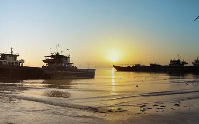 Shipwrecks at sunset wallpaper