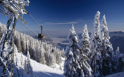 Ski gondola wallpaper