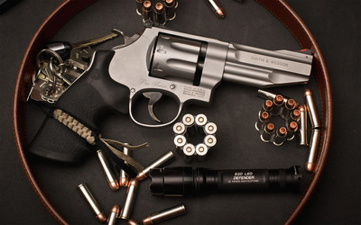 Smith & Wesson revolver wallpaper