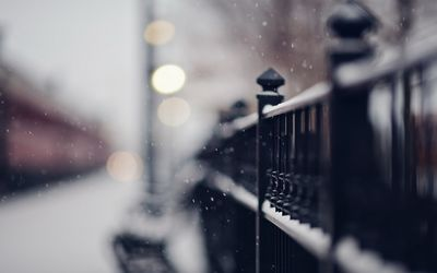 Snowy iron fence wallpaper