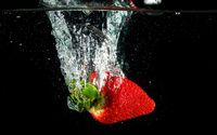 Strawberry sunk in the water wallpaper 1920x1200 jpg