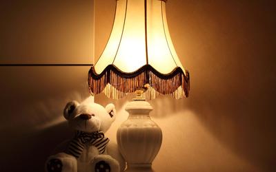 Teddy bear under a lamp wallpaper