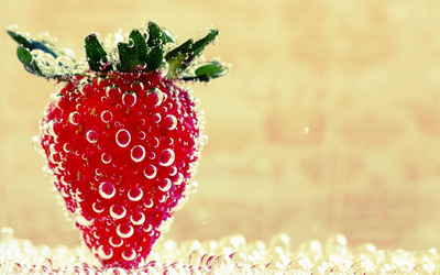 Wet straberry wallpaper